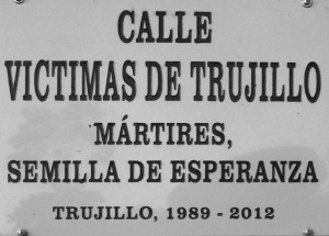 """Hace dos años, se rebautizaron cuatro lugares emblemáticos de Trujillo como """"lugares de conciencia"""" con placas conmemorativas a las víctimas de la Masacre."""