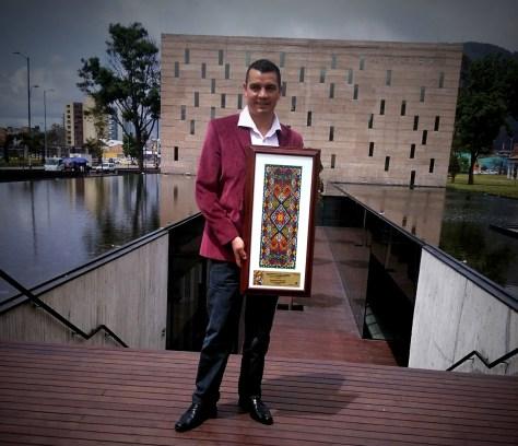 Fabian Laverde.entrega premio