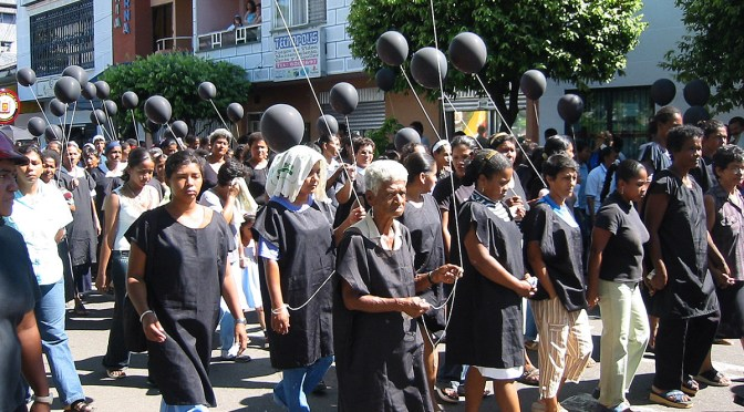 2001: Resistencia de las mujeres en Barrancabermeja