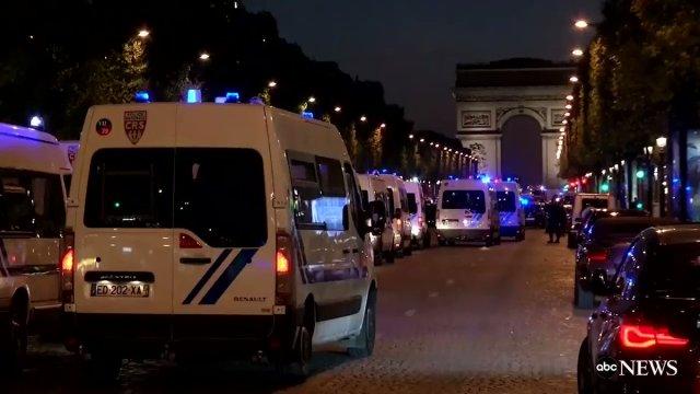 Fusillade aux Champs-Elysées : un policier tué, l'assaillant abattu
