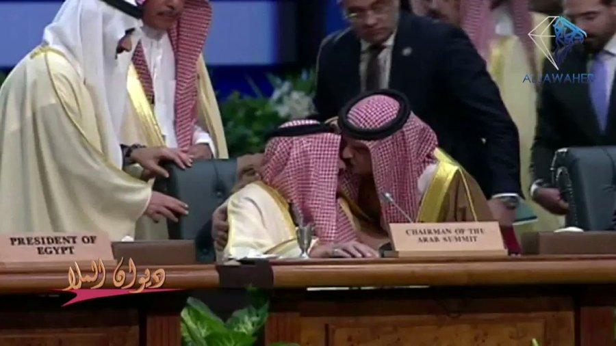 لقطة جميلة من ملك البحرين حمد بن عيسى بن سلمان آل خليفة مع
