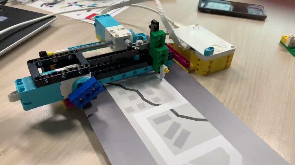 Image for the Tweet beginning: 😎 computational thinking with @LEGO_Education