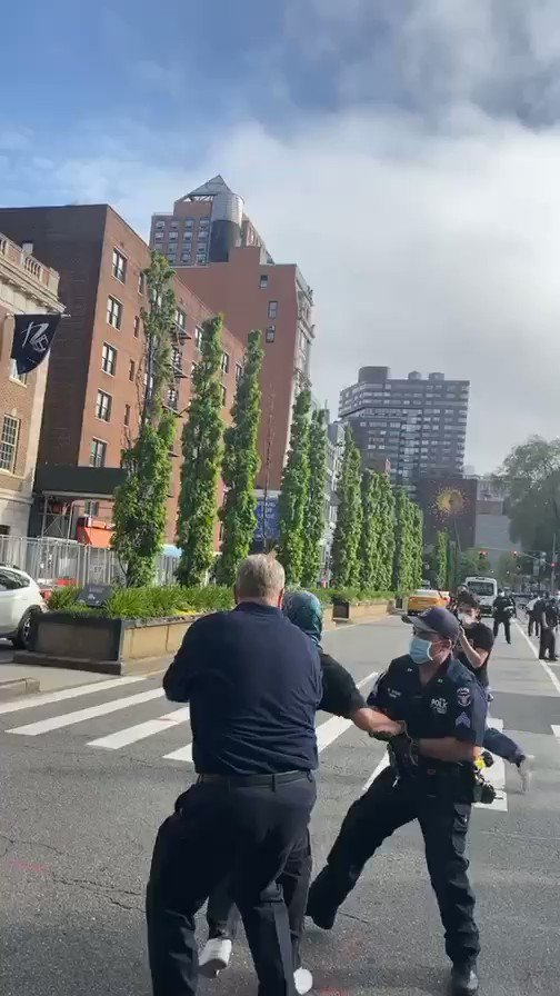 Image for the Tweet beginning: Police in NYC made several