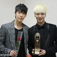 121128 Super Junior won the Best Artist Male Group Award