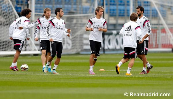 Arsenal and Chelsea-linked Sami Khedira back in Real Madrid training