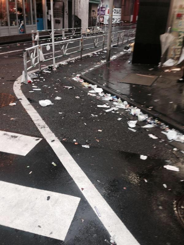 test ツイッターメディア - 渋谷酷いっすわー ハッピーハロウィンだかなんだか知らんし、 浮かれるのは勝手ですが大人なんだから ゴミの処理くらいキチンとして欲しいっす。  片付けてる方々ありがとうございます。 https://t.co/sGHarCV2aW
