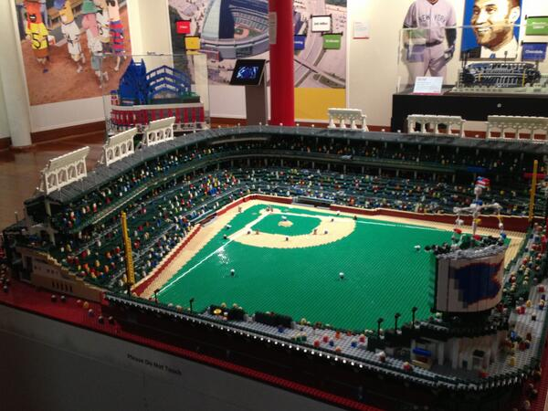 Cut4 on Twitter   Wrigley Field made out of Legos   Cubs  MLBFC http         MLBFanCave  Wrigley Field made out of Legos   Cubs  MLBFC  pic twitter com 123jlgvF7z   that is so awesome