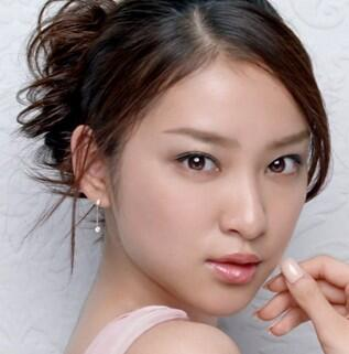 test ツイッターメディア - 女優・武井咲の気になる推定年収が・・・なんと2億6,000万円!!  さすが日本人初のグッチと契約した日本人女性なりww https://t.co/w2NDzOuZvU