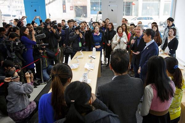 Tim Cook iPhone China Mobile