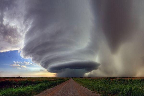test ツイッターメディア - 激しい雨、大量の雹・霰、被害級の強風・突風・落雷、深刻な被害をもたらしうる竜巻をなど、激しい気象現象を多く発生させる【スーパーセル】 https://t.co/CfvDFsEwmx