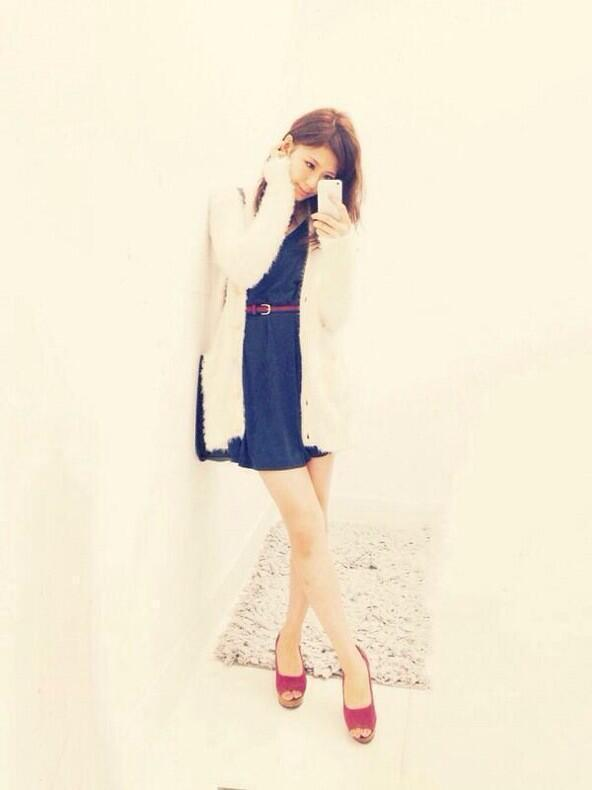 test ツイッターメディア - ワンピースにモコモコのカーディガンを羽織ったコーデ♡ 西内まりやちゃん可愛い♡  https://t.co/8N8Ic59U1v