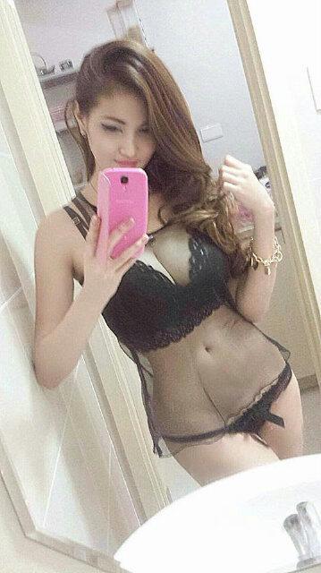 Inilah Foto Hot Seksi Rere Regina, Yang Diisukan Istri Siri Charly Van Houten