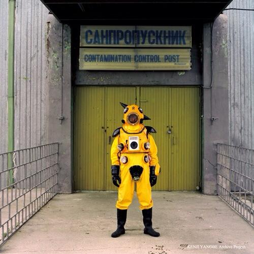 test ツイッターメディア - ヤノベケンジ[b.1965] アトムに似た真っ黄色の放射線感知服を着てチェルノブイリ原発周辺に突撃したひと。 でも福島にアトムスーツで突撃するのは「なんかちがう」らしい。最近はアトムスーツ脱いだ子供の像「サンチャイルド」を作ったり。 https://t.co/SNFrzk5kyp