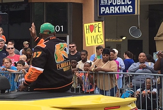 Today's #MLK Parade in @StPeteFL attracted hundreds to Central Avenue.