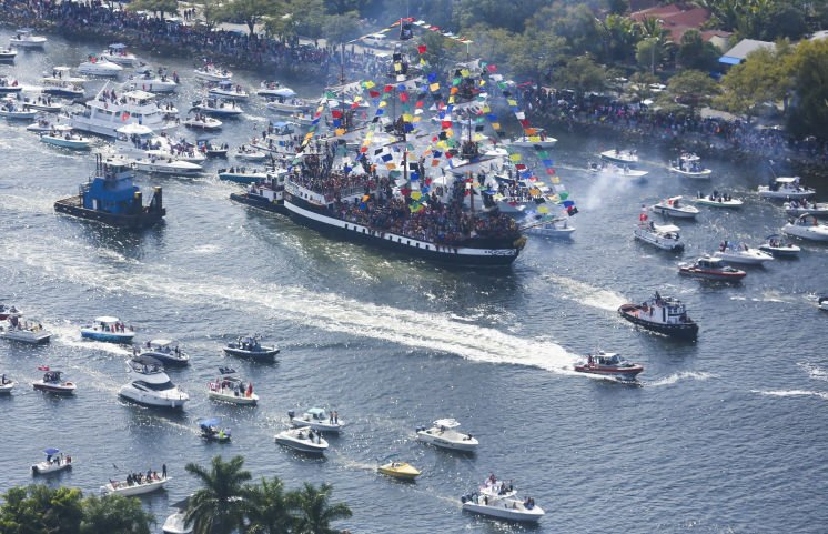 Authorities to fine boaters who toss too many Gasparilla beads into water