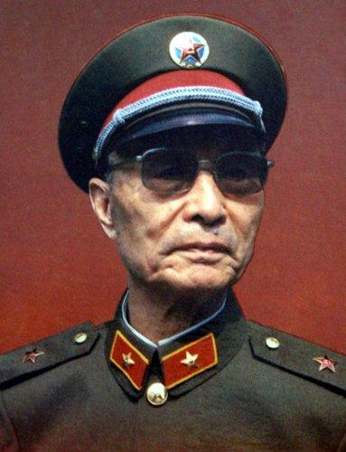 test ツイッターメディア - 張愛萍の書「理想高尚,戰友情長。奮鬥不息,民富國強」 張愛萍は、原水爆ミサイルや人工衛星の開発計画「兩彈一星」を指揮し、国防部長も務めた将校。天安門事件の際は「人民解放軍が人民に銃を向けられない」として、戒厳部隊の北京入城に反対した。https://t.co/a2Hc3Fy7Ol