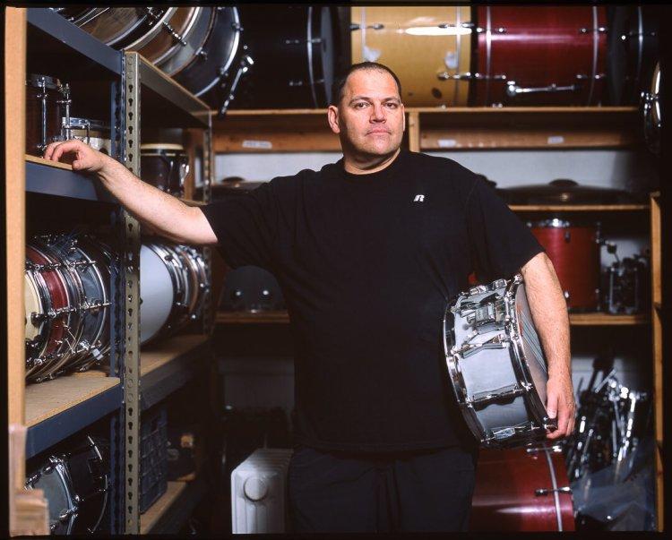"David Jarnstrom on Twitter: ""Rad shot of #Descendents' Bill Stevenson at  @BlastingRoom by @ChipKalback! Read my @modern_drummer Q&A w/ Bill here:  https://t.co/alvuDqTltD… https://t.co/DLPksiJRBb"""