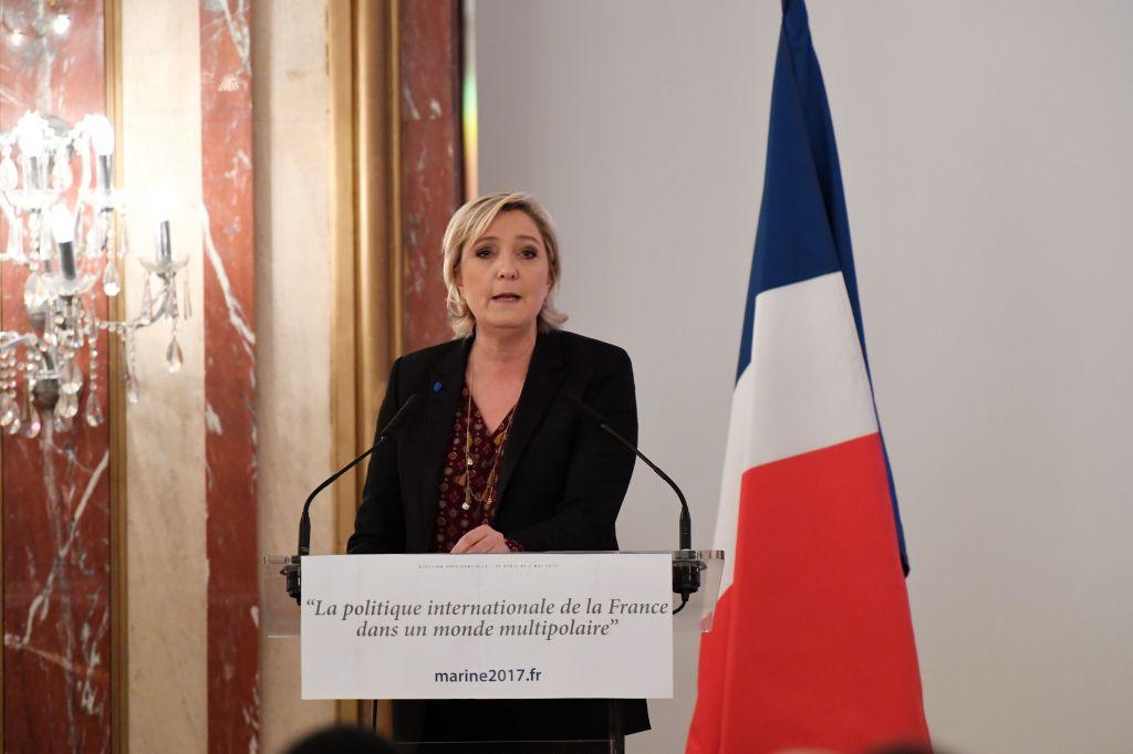 """Résultat de recherche d'images pour """"Le Pen Aides Met UBS, BlackRock, Barclays to Explain Euro Exit"""""""