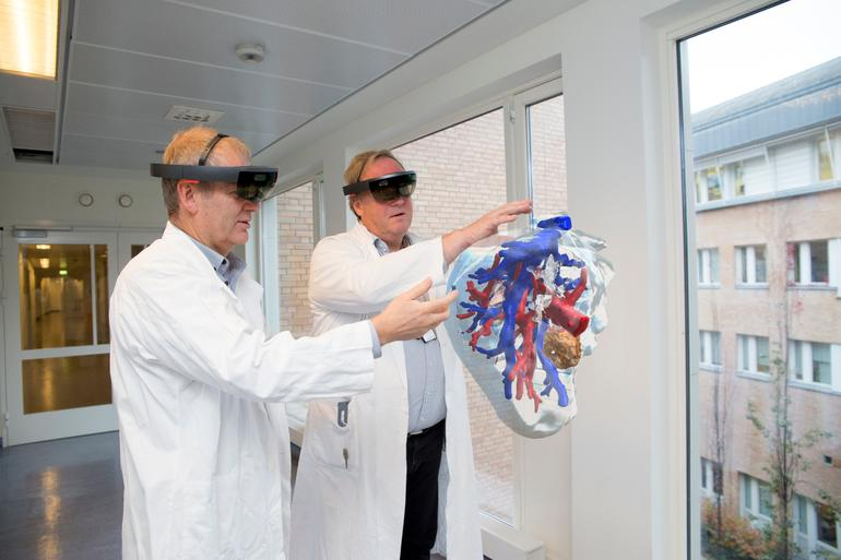 Microsoft's HoloLens: How these surgeons can now voyage around patients' organs