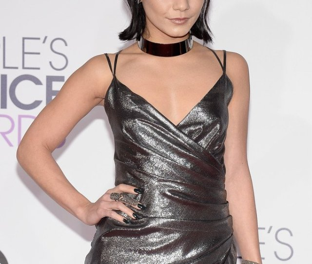 Vanessa Hudgens Wore A Kayat Resort 2016 Silver Lame Gathered Gown To The Peopleschoiceawards