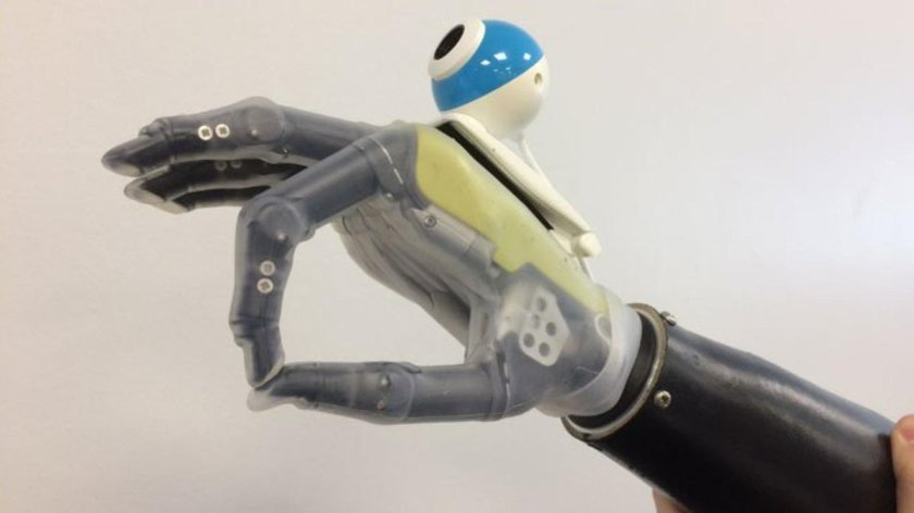 An AI-powered bionic hand will know what it's grabbing  #ai