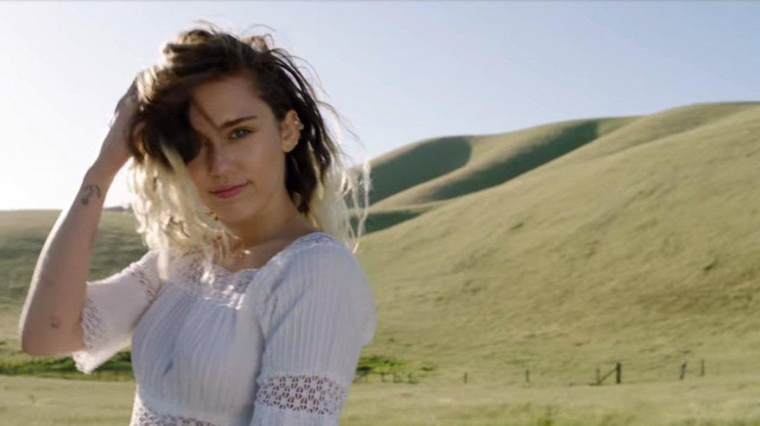 Miley Cyrus – Malibu Music Video