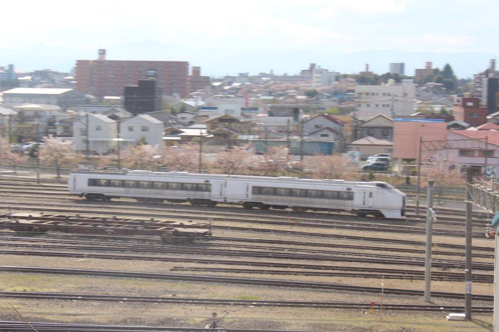 test ツイッターメディア - 原ノ町に留置された651系その後 震災の影響で5年間原ノ町駅に留置されていた651系は郡山での解体が決まった。写真は2016年4月現在の様子(東北新幹線の車内から撮影)。モハ651 クハ651のドアや車内の解体が進んでいました。 https://t.co/XW76dzUanK