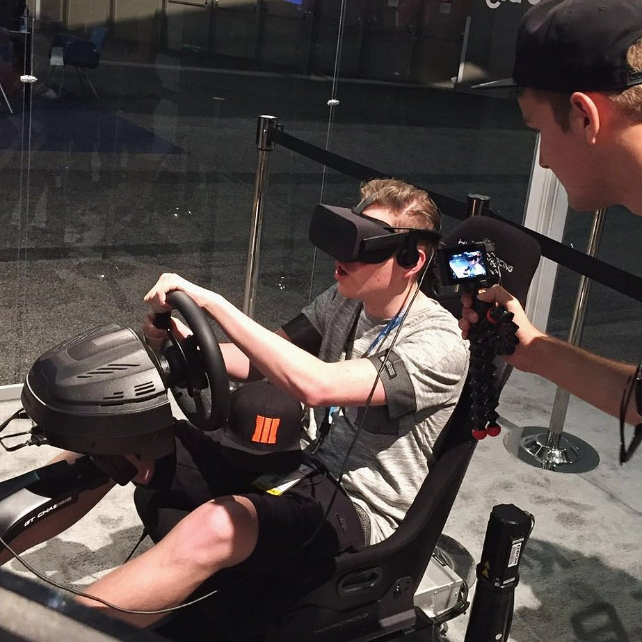 Virtual Reality racen, awesome! ()