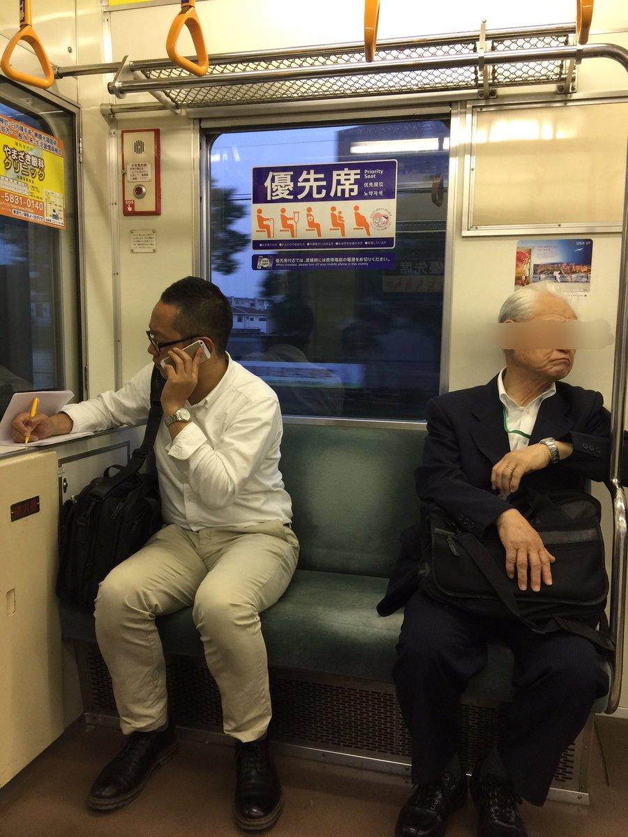 """CAP Twitterren: """"優先席で通話する猛者。 隣のお父さんも迷惑そうだ ..."""