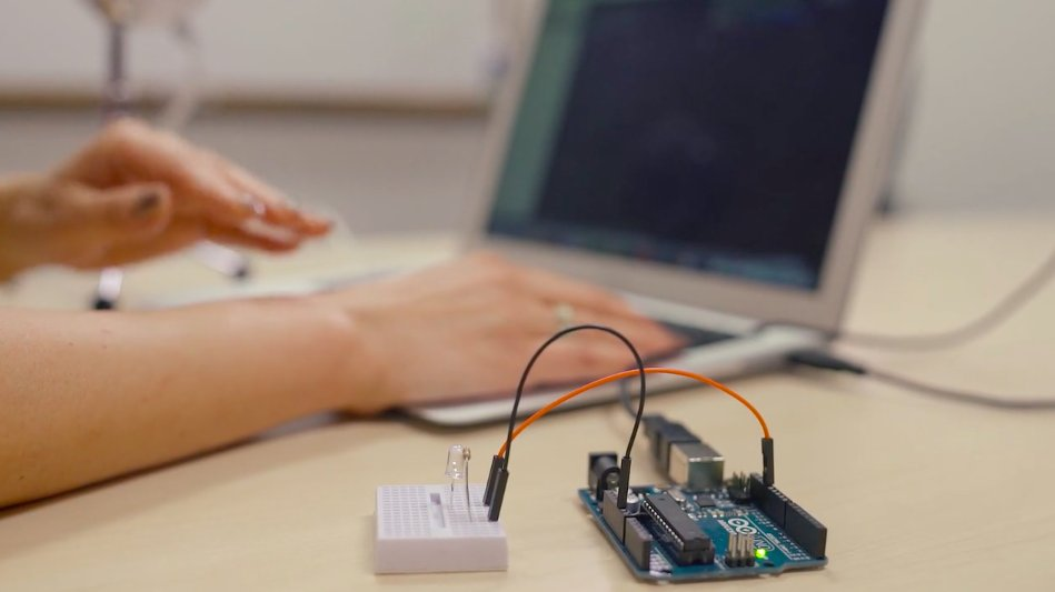 Start hacking an Arduino board with Node.js using Johnny-Five:  (via @PubNub)
