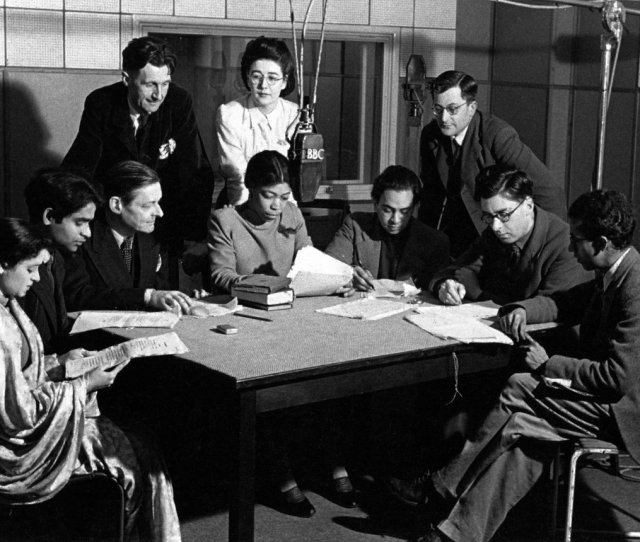 Ts Eliot And George Orwell With Staff And Contributors Of The Bbc Eastern Service Show Voice