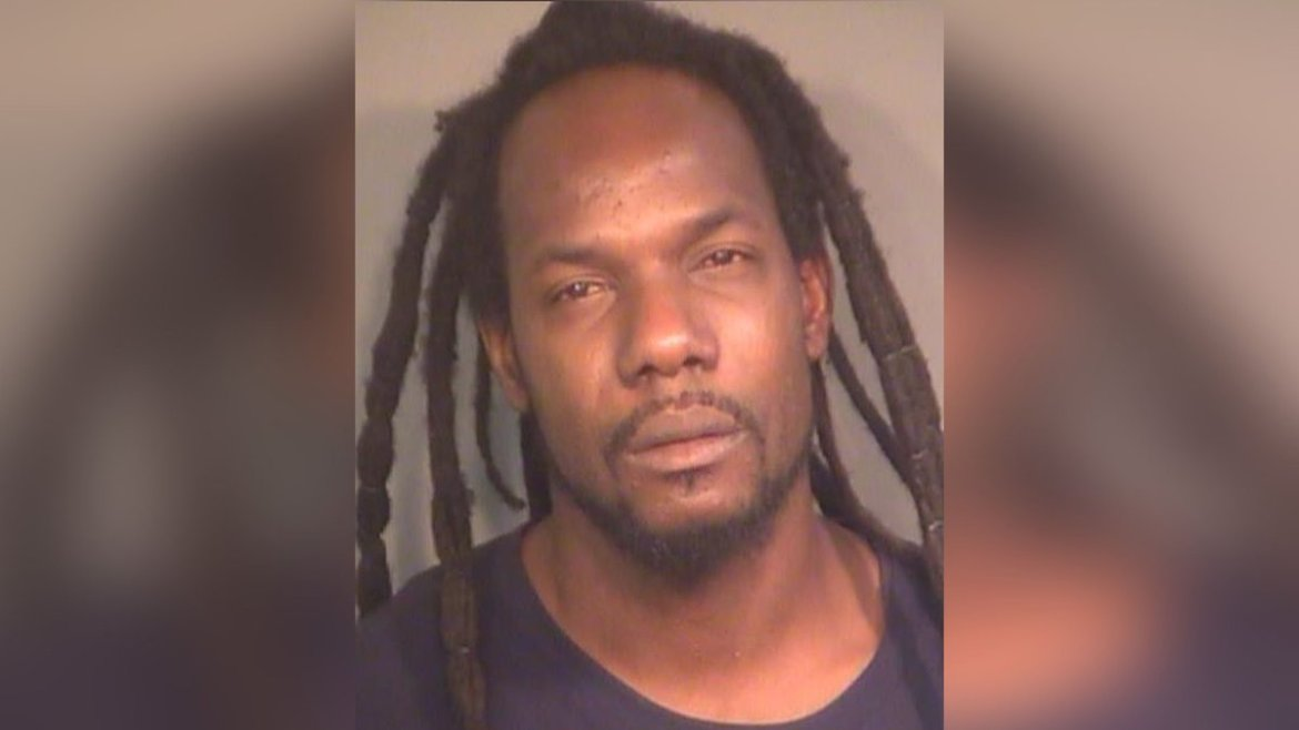 Tarpon Springs police searching for man in Sunbay Motel homicide overnight Saturday.