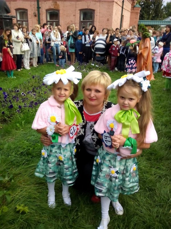 "Елена Минина on Twitter: ""Наши сестренки -ромашки Маша и ..."