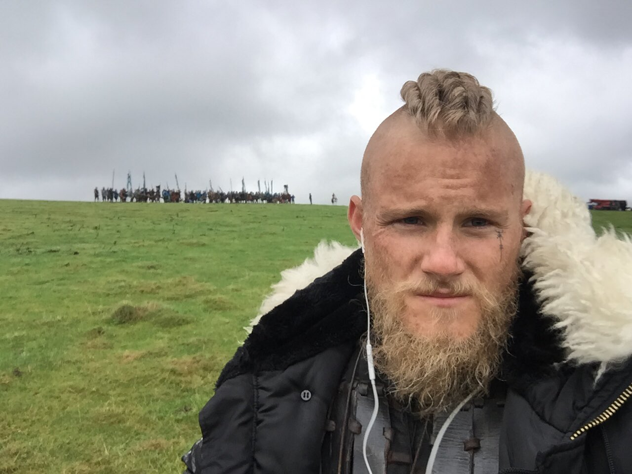 Alexander Ludwig On Twitter Love My Office Vikings