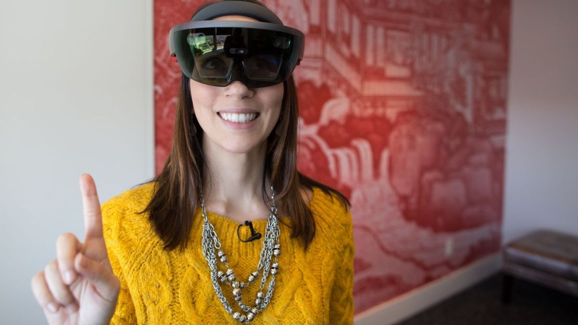 Microsoft's HoloLens preorders go live in Europe, ships next month