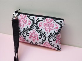 Pretty iphone wristlet purse!Shop here: craftshout etsy handmade shopping gifts
