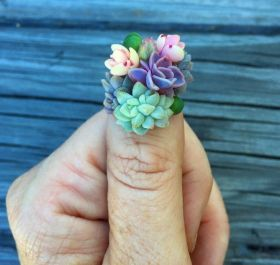 3D Botanical Nail Art - Roz Borg Creatively Glues Real Plants onto Her Fingernails Fashion