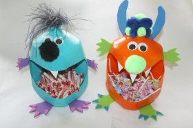 Milk jug monster Halloween craft for kids DIY diyprojects