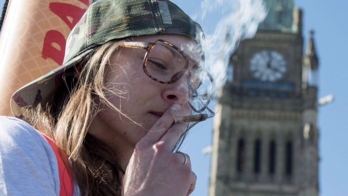 Teens, youth need protection under Ottawa's pot plans, Canadian pediatricians say
