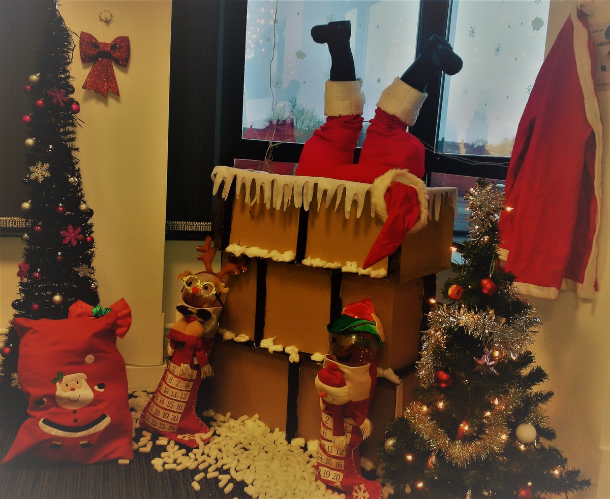 Leeds United Mad On Twitter Searchlabs Finance Office Christmas Decorations On Display Https T Co Pt0mhwprz2 Wearesl
