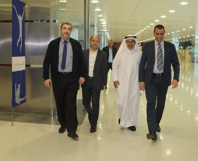 بالصور ..زطشي يقوم بزيارة أكاديمية أسباير في قطر 25