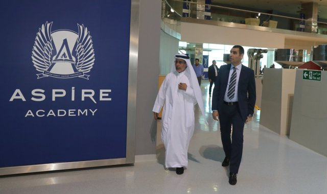 بالصور ..زطشي يقوم بزيارة أكاديمية أسباير في قطر 27