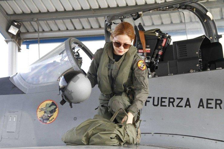 """FuerzaAéreaRD sur Twitter : """"Reconocen con Medalla al Mérito a la Mayor  Piloto María Altagracia Tejada Quintana, FARD. Tejada Quintana fue  reconocida junto a trece mujeres más en el marco de la"""