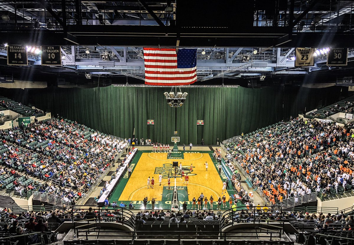 """Wolstein Center at Cleveland State University on Twitter: """"Congratulations  @Green_Bulldogs on winning game 1 of the night against Mentor in the Men's  Regional Basketball Tournament! Game 2 begins at 8:00pm between St."""