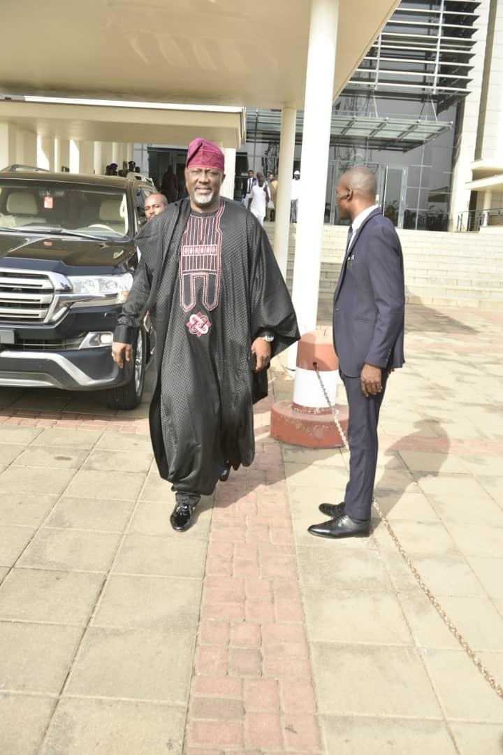 """D2H ILWXQAEASKn - [Photo]: """"No One Can Stop God"""" – Dino Melaye Brags As He Leaves National Assembly Premises"""