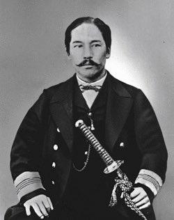 test ツイッターメディア - 榎本武揚(1836〜1908) ・幕末と明治の間に起こった戊辰戦争で海軍の指揮官となり、旧幕府軍を率いて蝦夷地(現北海道)を占領し、蝦夷共和国の総裁になったが箱館戦争で降伏をし、2年半投獄された。敵の将であった黒田清隆の助命され釈放後は政治家として人生を進んでいった。#三線轟HIROKIの日本史講座 https://t.co/TJB0dkX3kq