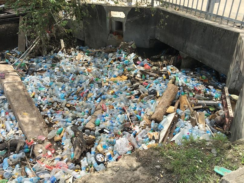 This is what the waste management problem looks like in #SolomonIslands.    We're trying to tackle it with behavioral insights and support from…