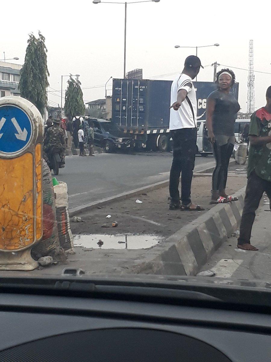 D3XmcCgXoAAUWYK - Just In: Accident At Ojuelegba Bridge