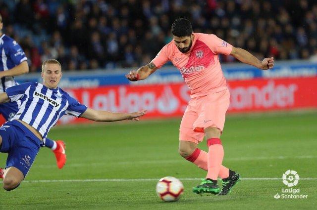 برشلونة يتجاوز ألافيس ويقترب من لقب الليجا 25