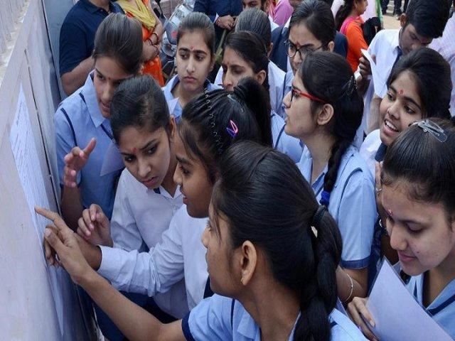 intert students block telangana ministers house